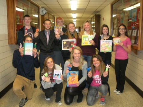 Independent Living classes produce puppets for children