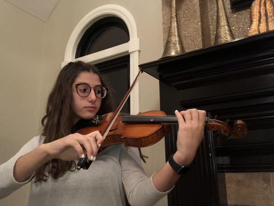 Sophomore Esper finds inspiration, stress relief in violin